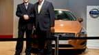 Li Shufu, le président du constructeur chinois Zhejiang Geely Holding et Lewis Booth, directeur financier de Ford. Geely a signé dimanche avec le groupe américain un accord portant sur l'acquisition des activités automobiles de Volvo, réalisant à ce jour