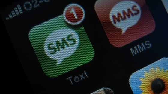 Le sms fait face à la concurrence des messageries instantanées pour les traditionnels voeux de Nouvel An.