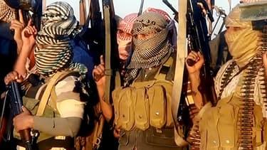 Des jihadistes de l'EIIL le 11 juin près de Tikrit, dans une vidéo de propagande.