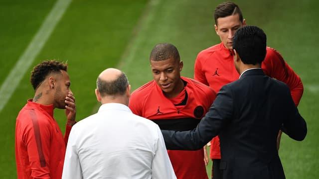 Antero Henrique et Kylian Mbappé, avec Neymar, Julian Draxler et Nasser Al-Khelaïfi, à Saint-Germain-en-Laye le 13 septembre 2018