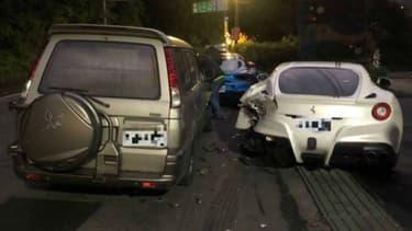 Une photo du crash entre le véhicule du chauffeur-livreur et trois des quatre Ferrari endommagées.