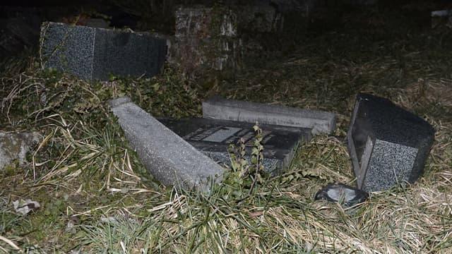 Les tombes ont été profanées dans le cimetière juif de Sarre-Union, dans le Bas-Rhin.