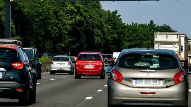 Selon une étude des autoroutes SANEF publiée ce jeudi, les automobilistes respectent de moins en moins le code de la route sur autoroute.