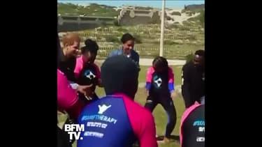 En visite en Afrique du Sud, le prince Harry et Meghan Markle ont dansé avec des jeunes du Cap