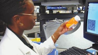 Chez CVS, une chaine américaine de distribution, notamment de parapharmacie, les salariés sont obligés de passer un examen médical, sous peine de pénalités.