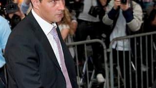 Le procès de Jérôme Kerviel, ex-trader de la Société générale tenu pour responsable d'une perte record de 4,9 milliards d'euros en 2008, s'est ouvert mardi devant le tribunal correctionnel de Paris. /Photo prise le 8 juin 2010/REUTERS/Gonzalo Fuentes