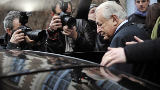 Dominique Strauss-Kahn à son arrivée au tribunal de Lille pour le deuxième jour d'audiences, mercredi 11 février.