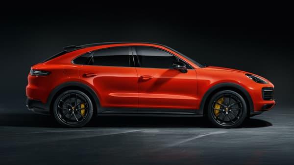 De profil, une ligne de SUV coupé qui renforce le dynamisme du Cayenne.