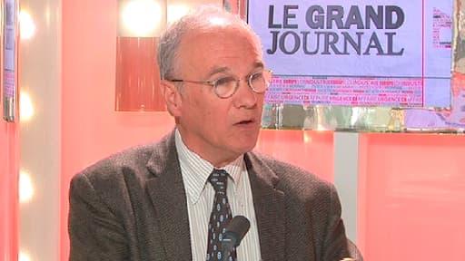 Gilles Carrez sur le plateau du Grand Journal d'Hedwige Chevrillon le 8 avril 2013