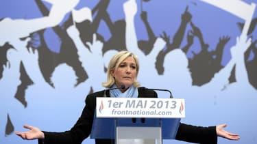 La présidente du FN, ce mercredi 1er mai sur la place de l'Opéra à Paris