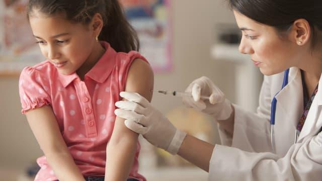 Vaccination infantile. (illustration)