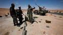 Des combattants anti-Kadhafi aux abords de Bani Walid, bastion de l'ex-homme fort de Libye. Les anciennes forces rebelles ont rencontré samedi une forte résistance de la part des forces loyalistes qui refusent de déposer les armes malgré la fin de l'ultim