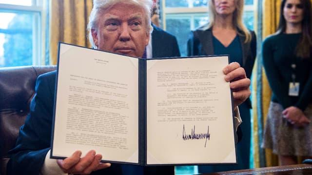 Le nouveau président des États-Unis vient de signer deux décrets autorisant la construction à travers le pays de deux oléoducs controversés.