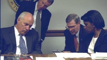 Dick Cheney, le vice-président de l'époque et Condoleeza Rice, la conseillère en sécurité.