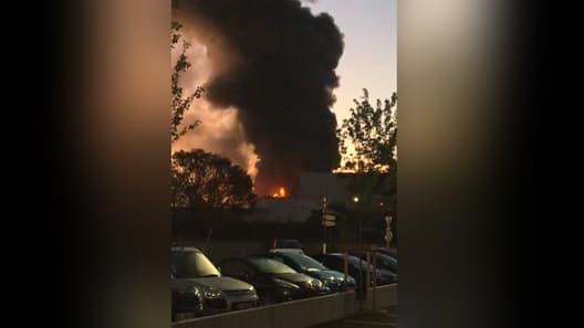 Un important incendie s'est déclaré dans un entrepôt à Villeurbanne.