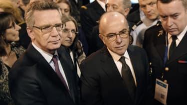 """Pour Bernard Cazeneuve, il faut """"adapter notre sécurité à la menace. [...] C'est un sujet majeur de réflexion parmi les services de renseignement européens""""."""