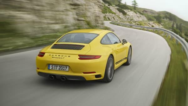 La 911 T est d'ores et déjà disponible à la commande. Les premières livraisons interviendront en janvier.