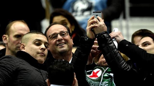 François Hollande au match de Coupe de France Red-Star Saint-Etienne mardi soir à Paris