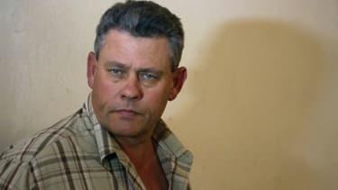 Le chasseur professionnel zimbabwéen Theo Bronkhorst sort du tribunal, le 29 juillet 2015 à Hwange