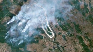 L'incendie s'est approché à moins d'1,5 km de l'arche qui recouvre le réacteur endommagé de la centrale de Tchernobyl.