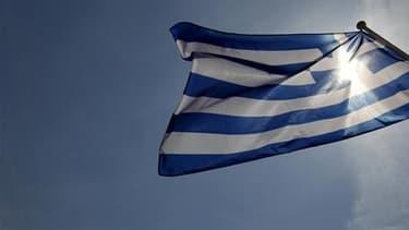 Le Fonds monétaire international (FMI) a approuvé le prêt de 30 milliards d'euros sur trois ans à la Grèce. /Photo prise le 23 avril 2010/REUTERS/Yiorgos Karahalis