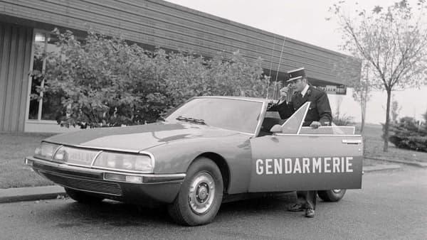 Une Citroën SM dans la gendarmerie nationale.