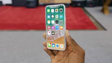 Concept d'iPhone 8 réalisé à partir des rumeurs par le Youtubeur Marques Brownlee.