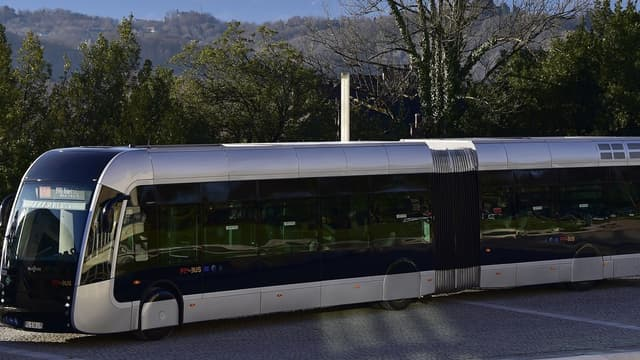 """À Pau, l'agglomération a investi 10 millions d'euros pour les bus et 4,5 millions d'euros pour la station de production hydrogène """"vert"""", produit à partir d'eau et d'énergie renouvelable."""