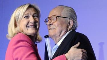 Européennes: Marine Le Pen et Jean-Marie Le Pen lors de la campagne