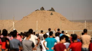 Des soldats israéliens face aux manifestants palestiniens.