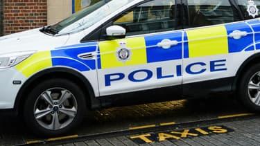 Image d'illustration d'une voiture de police britannique