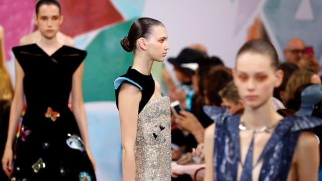 Depuis 2013, Schiaparelli défilait pour la haute couture en tant que membre invité.