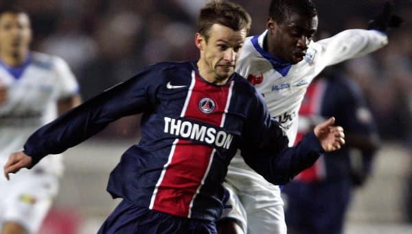 Avec le maillot du PSG, ici face à... Blaise Matuidi, alors à Troyes, en janvier 2006