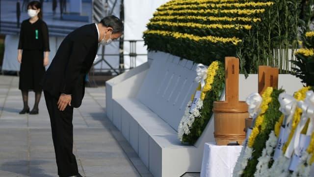 Le Premier ministre japonais  Yoshihide Suga lors des cérémonies de commémorations des 76 ans de la bombe d'Hiroshima, le 6 août 2021 (photo d'illustration)