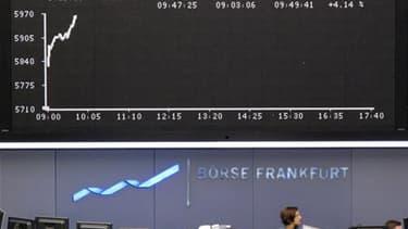 A la Bourse de Francfort. Les marchés d'actions et l'euro affichent un vif rebond après l'adoption par l'Union européenne et le Fonds monétaire international d'un mécanisme massif de stabilisation visant à enrayer un effet domino de la crise de la dette g