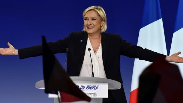 Marine Le Pen lors d'un meeting à Bordeaux le 2 avril 2017