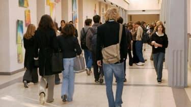Des élèves dans un lycée parisien le 17 octobre 2003 à Paris (photo d'illustration)