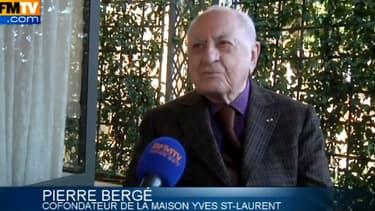 L'ancien compagnon d'Yves Saint-Laurent s'est indigné de la mode du voile.