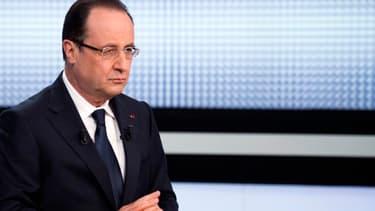"""François Hollande avait défendu sa """"boîte à outils"""" pour l'emploi à la télévision fin mars. Mais le gouvernement va devoir enrichir sa politique pour faire reculer le chômage."""