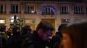 Des manifestants devant le théâtre des Bouffes du Nord à Paris, vendredi 17 janvier 2020, où Emmanuel Macron assistait à une représentation.