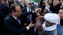 François Hollande a été accueilli en grande pompe mercredi à l'aéroport d'Alger par le président Abdelaziz Bouteflika. Le chef de l'Etat français s'est ensuite offert un bain de foule sur le front de mer d'une capitale algérienne sous haute surveillance.
