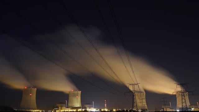 La centrale nucléaire de Cattenom, près de Thionville, opérée par EDF. Les travaux pour améliorer la sûreté des centrales nucléaires françaises après l'accident de Fukushima devraient être réalisés au cours des dix prochaines années, selon un responsable