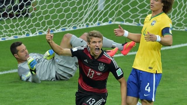 Thomas Müller et David Luiz