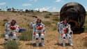 Les taïkonautes Liu Wang, Jing Haipeng et Liu Yang (de gauche à droite). La capsule spatiale chinoise Shenzhou 9 a atterri sans encombre, vendredi dans la steppe de Mongolie intérieure, dans le nord de la Chine. /Photo prise le 29 juin 2012/REUTERS/Xinhua