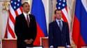 Le président américain Barack Obama et son homologue russe Dmitri Medvedev ont signé jeudi à Prague un nouveau traité visant à réduire d'environ un tiers les arsenaux nucléaires des deux pays. /Photo prise le 8 avril 2010/REUTERS/Jason Reed