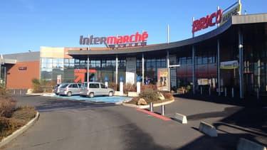 L'Intermarché de Monistrol sur Loire a été contraint de fermer ses portes à partir de ce samedi, faute d'avoir pu recevoir ses livraisons depuis mardi.