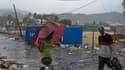 A Port-au-Prince, où certaines zones ont été inondées lors du passage de la tempête tropicale Isaac. Isaac perd en puissance après avoir déversé de fortes pluies et provoqué des vents violents sur Haïti, tôt samedi, mais devrait se renforcer à nouveau à l
