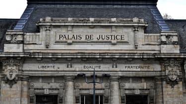 La plainte au civil de l'épouse de ce salarié et de ses enfants sera étudiée devant le tribunal des affaires sociales du TGI.