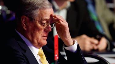 David, l'un des 2 frères Koch (les apparitions de Charles étant extrêmement rares), vice-président de Koch Industries, a perdu à lui tout seul 1 milliard de dollars sur la journée de lundi.