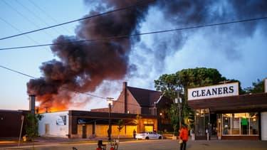 Une troisième nuit d'émeute a eu lieu à Minneapolis.
